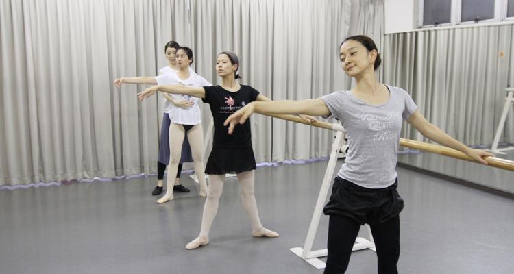 富田美惠子バレエスクール プチ・ポアント 大人のやさしいバレエクラスの写真