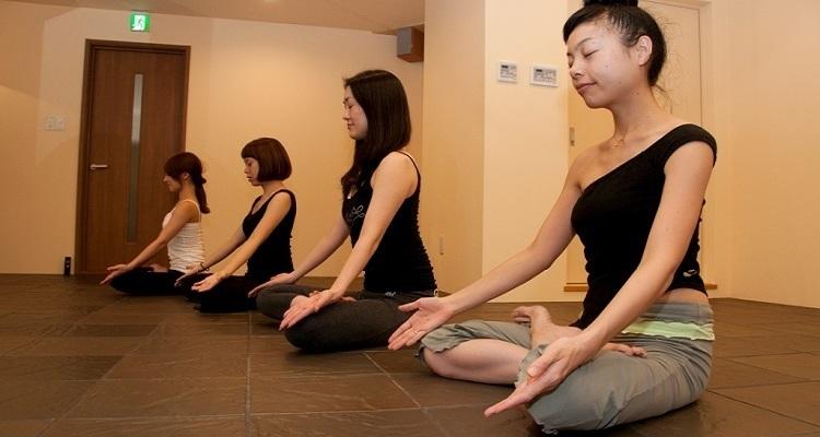 溶岩盤yoga studio SiMPLE 渋谷本店