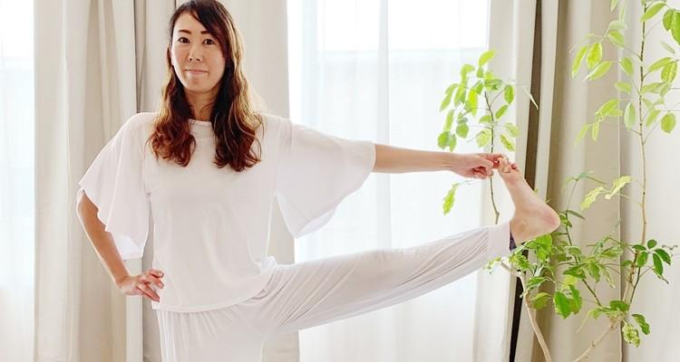 【インド古典ハタヨガ】(初級)ストレス解放ヨガ by Mari   仕事や現代社会の早いペースで知らず知らずと溜まるストレスを週末にリセット、解消することに重点を置き、酸素を効果的に体内に取り入れながら副交感神経を優勢にします。 インド古典ハタヨガの初級クラスです。基本的なポーズ、呼吸法、瞑想方をゆっくり丁寧に教えます。