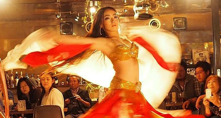 Belly dancer Aiha ばくだん畑クラスの写真